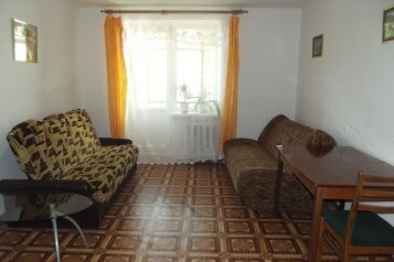 1-комн. квартира, 37 кв.м. на 5 человек, переулок Шаумяна, 1, Феодосия - Фотография 1