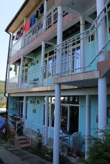Гостевой дом, Енисейская улица на 12 номеров - Фотография 1