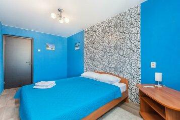 2-комн. квартира, 66 кв.м. на 6 человек, улица Николая Семёнова, 33к1, Тюмень - Фотография 2