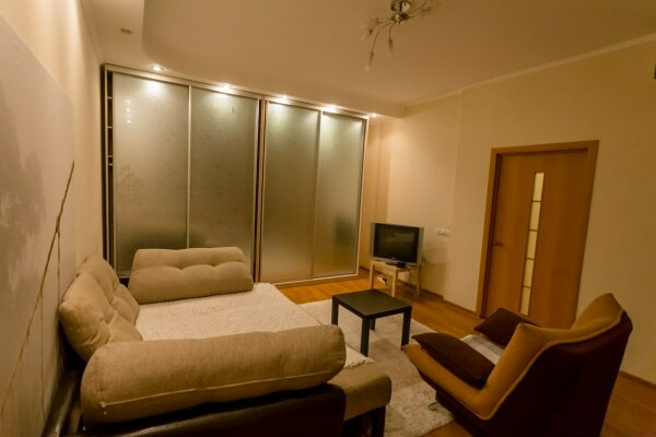 1-комн. квартира, 42 кв.м. на 4 человека, Дружининская улица, 7А, Курск - Фотография 1