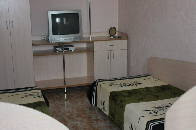 Второй этаж, комната на 2 человека, улица Тучина, 91, Евпатория - Фотография 1