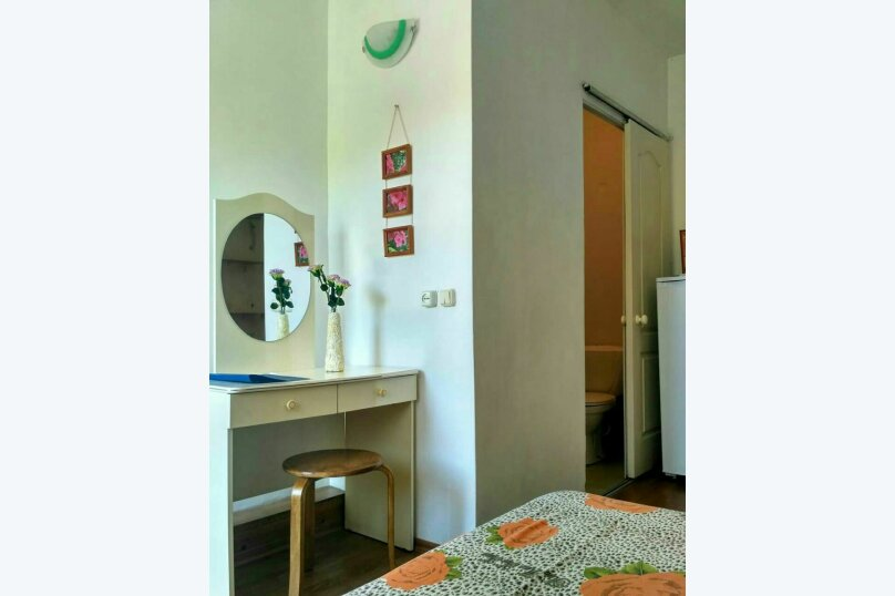 Трёхместный номер со всеми удобствами и балконом, Колхозная улица, 58, Архипо-Осиповка - Фотография 2