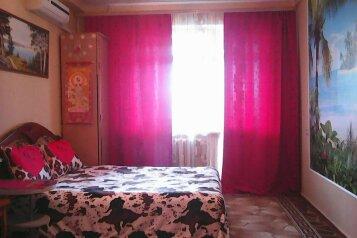 1-комн. квартира, 40 кв.м. на 4 человека, проспект Октябрьской Революции, 35, Севастополь - Фотография 1