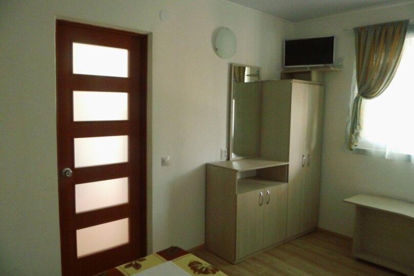 Двухкомнатный двухуровневый домик у самого Черного моря, 60 кв.м. на 6 человек, 2 спальни, улица Ивана Франко, 16, Евпатория - Фотография 10