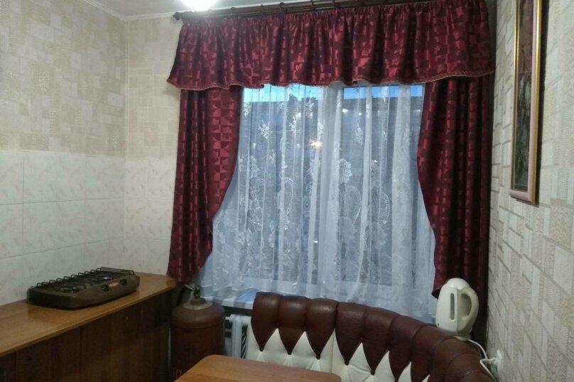 1-комн. квартира, 32 кв.м. на 4 человека, улица Ульяновых, 3A, Керчь - Фотография 2