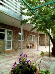 Двухкомнатный двухуровневый домик у самого Черного моря, 60 кв.м. на 6 человек, 2 спальни, улица Ивана Франко, Евпатория - Фотография 1