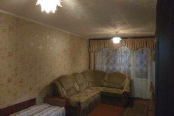 1-комн. квартира, 32 кв.м. на 4 человека, улица Ульяновых, 3A, Керчь - Фотография 1