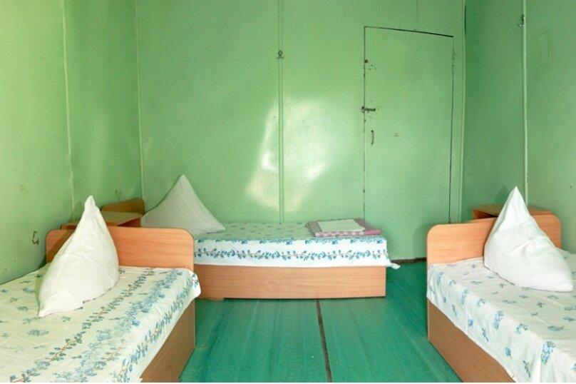 Эконом трехместный, Курортная улица, 3, Солнечногорское - Фотография 1