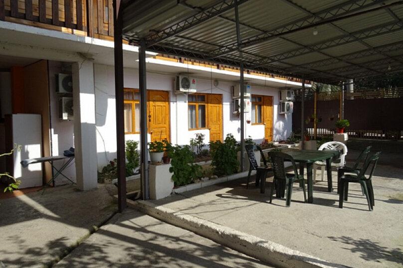 "Гостевой дом ""Арарат"", улица Адыгаа, 53 на 7 комнат - Фотография 3"