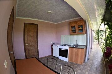 2-х. комнатный на 6 человек  санузел в каждой комнате, 50 кв.м. на 6 человек, 2 спальни, ул. Озен-бою пер3, 1, Морское - Фотография 2