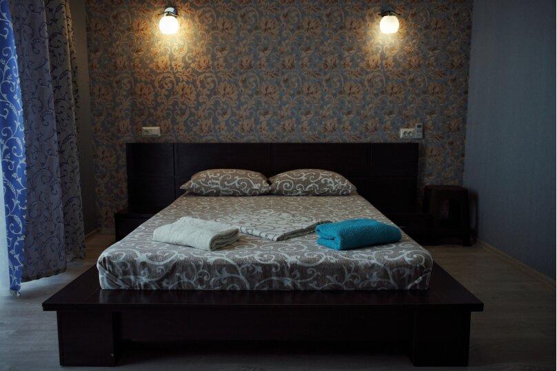 Улучшенный трехместный номер с собственной ванной комнатой, Мельников , 19, район Ачиклар, Судак - Фотография 1