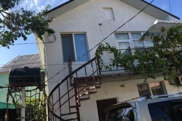 Апартаменты на втором этаже двух этажного дома, улица Володарского на 1 номер - Фотография 1