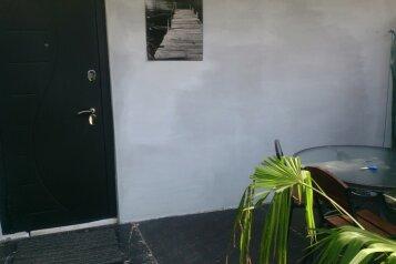 На первом этаже двух этажного дома сдаётся первый этаж - комната студия , Южная улица на 1 номер - Фотография 2