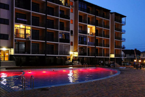 """Мини-отель """"Club Complex Rashad"""", Рубежный проезд, 28 на 5 номеров - Фотография 1"""