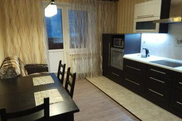 1-комн. квартира, 48 кв.м. на 4 человека, улица Юлиуса Фучика, Казань - Фотография 1
