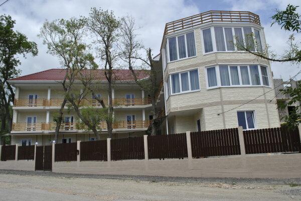 Гостевой дом, улица Лазурная Поляна, 16 на 8 комнат - Фотография 1