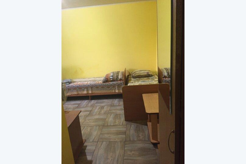 Трехместный 2 этаж эконом , улица Комарова, 17, Витязево - Фотография 1