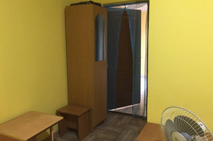Трехместный 2 этаж эконом , улица Комарова, 17, Витязево - Фотография 4