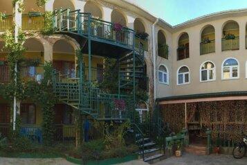 Гостевой дом , улица Чкалова, 26Б на 5 номеров - Фотография 1