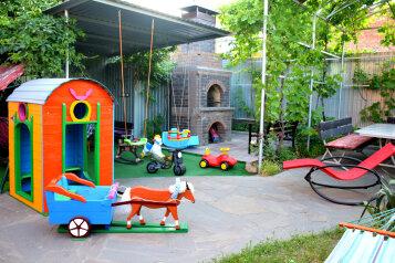 Гостевой дом, улица Калинина,  26 на 8 номеров - Фотография 1