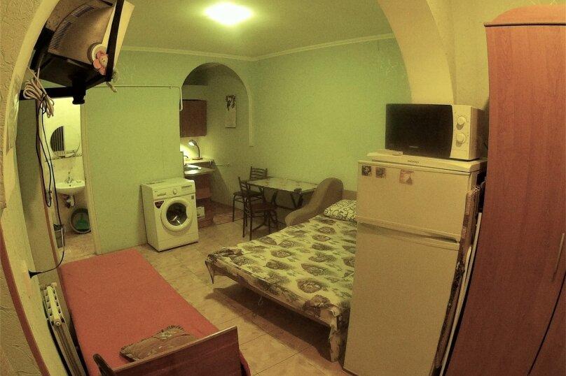 Отдельная комната, улица Вити Коробкова, 66, Евпатория - Фотография 1