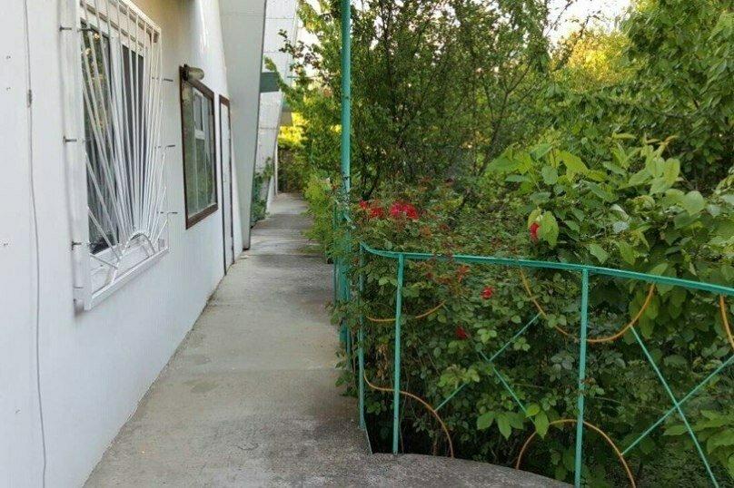 2-х местный номер на первом этаже с балконом, улица Челюскинцев, 109а, Севастополь - Фотография 3
