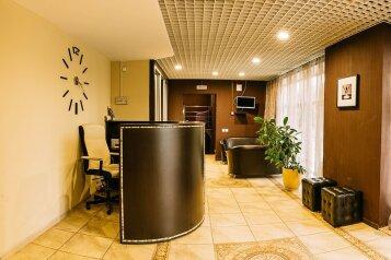 Отель , улица Академика Королёва, 10 на 13 номеров - Фотография 1