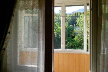 1-комн. квартира, 32 кв.м. на 4 человека, улица Сурикова, 4, Алупка - Фотография 1