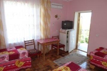 """Гостевой дом """"На Истрашкина 17А"""", улица Истрашкина, 17А на 6 комнат - Фотография 1"""