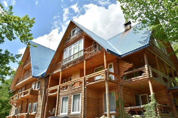 Гостевой дом, улица Пчеловодов, 59 на 18 номеров - Фотография 1