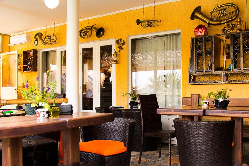"""""""Рок-Арт-Отель Hotel California"""", ул. Донецкая, 335 на 15 комнат - Фотография 5"""