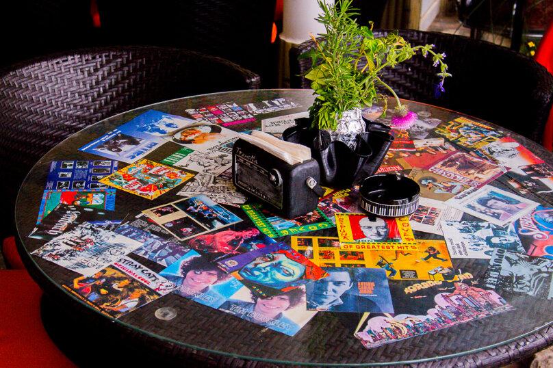"""""""Рок-Арт-Отель Hotel California"""", ул. Донецкая, 335 на 15 комнат - Фотография 8"""