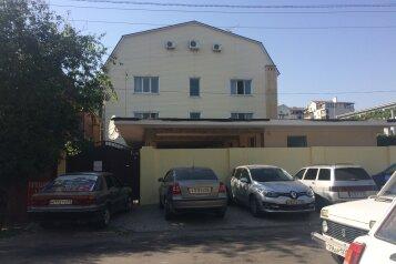 Гостевой дом, улица Островского, 19 на 40 комнат - Фотография 1