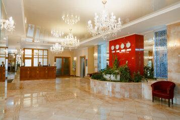 Гостиница, улица Софьи Ковалевской на 66 номеров - Фотография 1