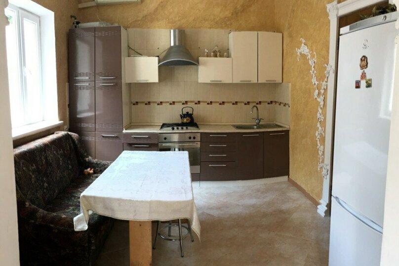 4-х ком дом со своим двориком 950м от моря , 110 кв.м. на 8 человек, 3 спальни, Гражданская , 11А, Евпатория - Фотография 1