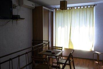 Дом в центре сдам посуточно., 51 кв.м. на 4 человека, 2 спальни, улица 8 Марта, Евпатория - Фотография 1