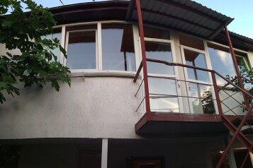 Сдается домик в 2х этажах, со своим двориком, 70 кв.м. на 7 человек, 3 спальни, Севастопольское шоссе, 17А, Алупка - Фотография 1