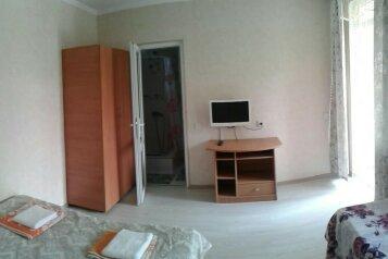 Сдается домик в 2х этажах, со своим двориком, 70 кв.м. на 7 человек, 3 спальни, Севастопольское шоссе, 17А, Алупка - Фотография 3
