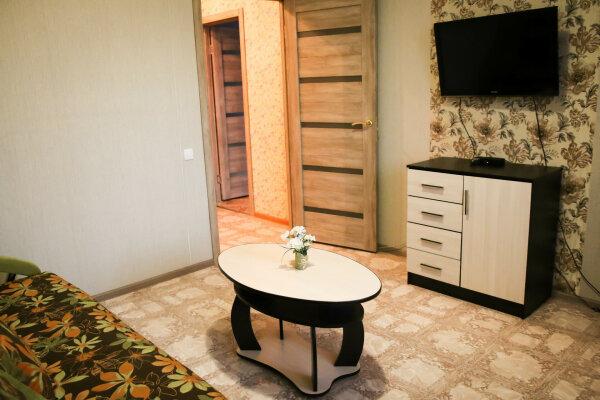 3-комн. квартира, 70 кв.м. на 6 человек, улица Александра Усольцева, 30, Сургут - Фотография 1