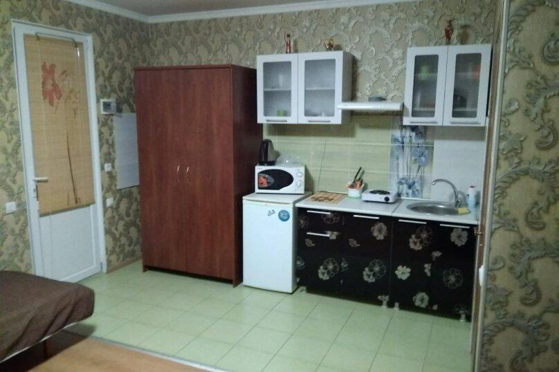 Гостевой дом в 10 минутах от моря с балконами, улица Ленина, 33/2 на 2 комнаты - Фотография 15