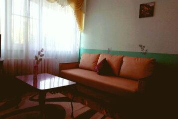 2-комн. квартира, 50 кв.м. на 6 человек, проспект имени В.И. Ленина, Волгоград - Фотография 1