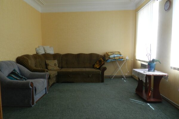 Дом, 100 кв.м. на 8 человек, 3 спальни, улица Победы, 42, Феодосия - Фотография 1