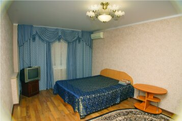 1-комн. квартира, 31 кв.м. на 4 человека, улица Ботвина, Ленинский район, Астрахань - Фотография 1