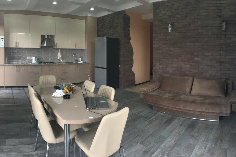 4-комн. квартира, 140 кв.м. на 6 человек, улица Цотнэ Дадиани, 7А, Тбилиси - Фотография 2