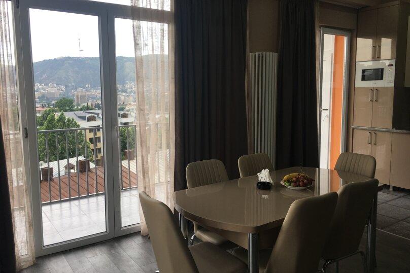 4-комн. квартира, 140 кв.м. на 6 человек, улица Цотнэ Дадиани, 7А, Тбилиси - Фотография 3