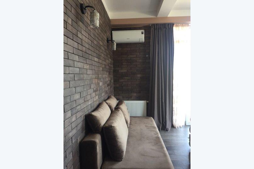 4-комн. квартира, 140 кв.м. на 6 человек, улица Цотнэ Дадиани, 7А, Тбилиси - Фотография 4