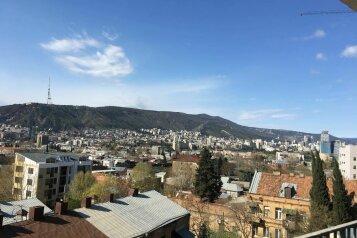 4-комн. квартира, 140 кв.м. на 6 человек, улица Цотнэ Дадиани, 7А, Тбилиси - Фотография 1