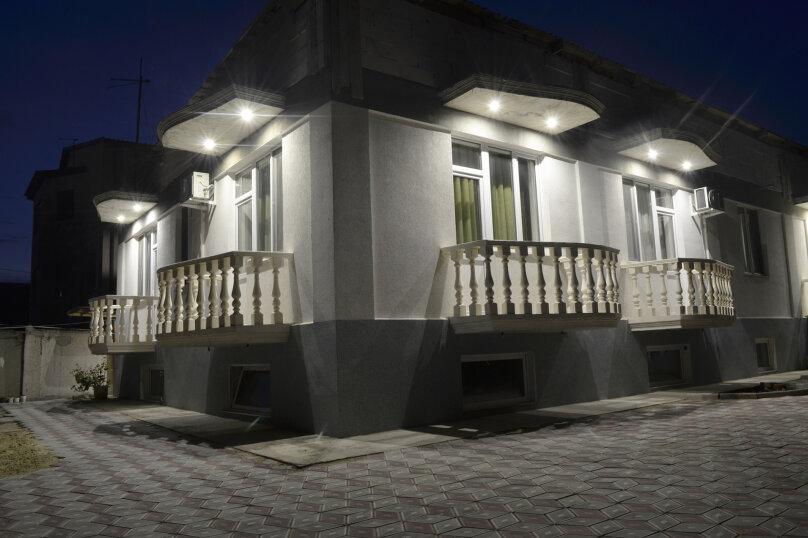 """Гостевой дом """"Alexandra"""", Черноморская улица, 20 на 20 комнат - Фотография 1"""