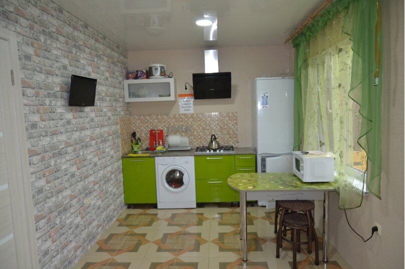 Отдельный 2 комнатный дом с 2 комнатами и 2 сан.узлами и кухней, Морская, 182, Ейск - Фотография 2