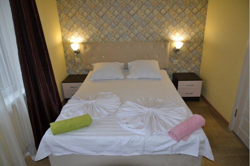 Отдельный 2 комнатный дом с 2 комнатами и 2 сан.узлами и кухней, Морская, 182, Ейск - Фотография 1